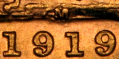 Reverse of 1919 Melbourne Mint Sovereign Close Up of Date & Mintmark